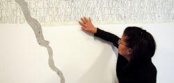 Modellare la parete nella sala della meditazione